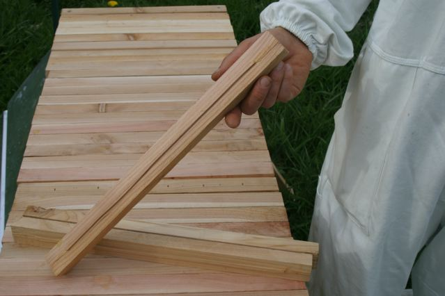how to make a cheap top bar hive